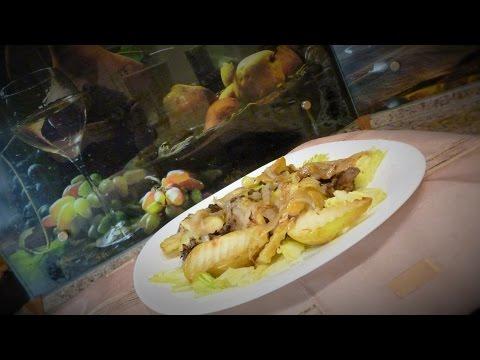 теплый салат с куриной печенью и грушей.