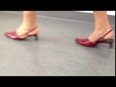 Flach walgusnoje die Verbiegung des Fusses die Schuhe