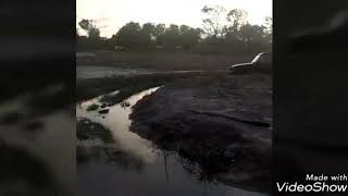 preview picture of video 'Discovery 1 vs Land Cruiser Mark11'