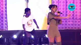Ebony perfoms 'Hustle', other hits at 2017 People's Celebrity Awards