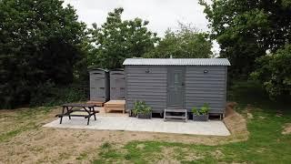 Dizzy Luxury Shepherds Hut