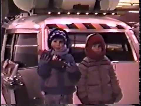 A dad and his son happen across the Ghostbusters 2 set in NYC and capture it all on home video (1988)