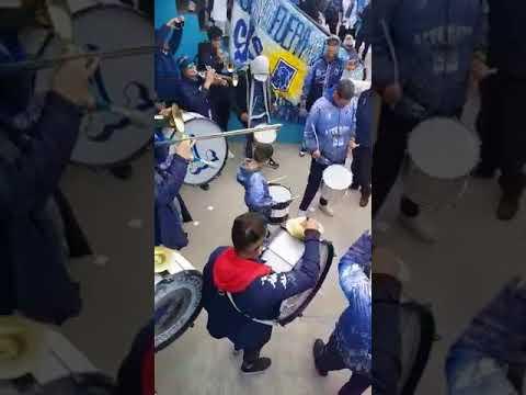 """""""HINCHAS DE ALVARADO EN TEMPERLEY, primera nacional"""" Barra: La Brava • Club: Alvarado"""