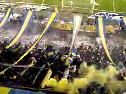 """""""Fuegos artificiales y fiesta."""" Barra: La 12 • Club: Boca Juniors • País: Argentina"""