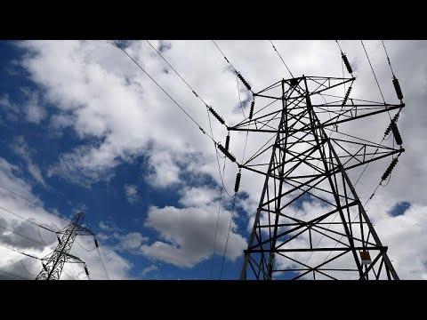 العرب اليوم - شاهد: انقطاع التيار الكهربائي عن منازل ووسائل النقل في أجزاء كبيرة من بريطانيا