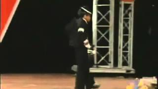 Kid has amazing Michael Jackson moves