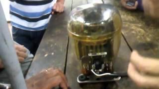 motor de refrigeração em funcionamento com carcaça transparente