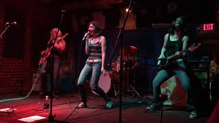 The Donnas [cover band] - Rock 'n' Roll Machine (live 10/14/17 @ 2017 Howlers Halloween Show)