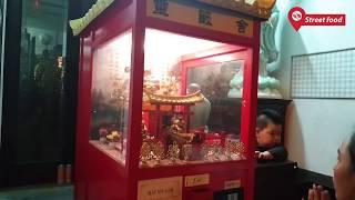 Máy xin xăm tự động duy nhất trong ngôi chùa ở Việt Nam