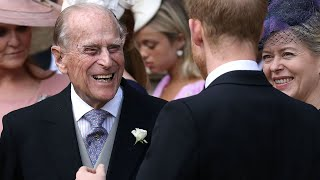 video: Prince Philip in hospital as Queen travels to Sandringham for Christmas