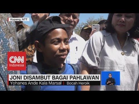 Pulang Kampung, Joni Disambut Bagai Pahlawan; Joni Panjat Tiang Bendera