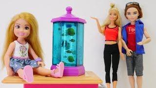 Spielspaß mit Puppen. Eine Überraschung für Evi. Barbie auf Deutsch