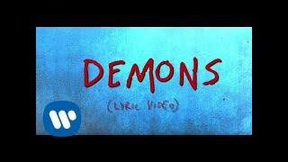 Kadr z teledysku Demons tekst piosenki Hayley Kiyoko