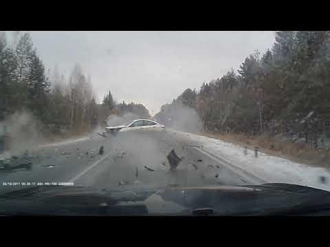 Четыре автомобиля столкнулись из-за скользкой дороги в Татарстане