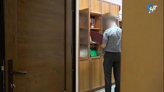 Сотрудница системы здравоохранения устраивала на работу «мертвые души», возбуждено уголовное дело