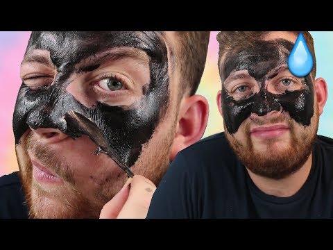 Le masque de la personne avec les escargots akhatina