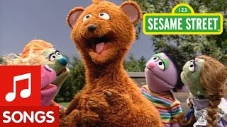"Sesame Street: Baby Bear sings ""How Do You Do?"""
