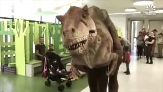 Dinosaurus T-REX op bezoek bij het Kinderziekenhuis in Antwerpen