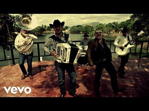 Calibre 50 - Qué Tiene De Malo (ft. El Komander) (Video Oficial)