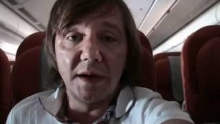 Детная истеричка скандалит в самолете