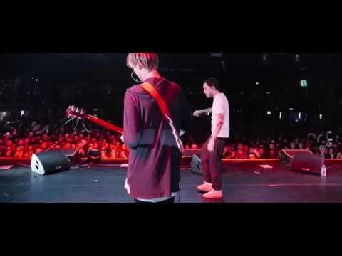СКРИПТОНИТ - КАПЛИ ВНИЗ ПО БЕДРАМ (ft. Niman) live! Поет весь зал!