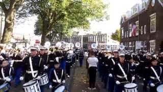 preview picture of video 'K&G Orkesten gezamenlijk naar startpunt Optocht 3 oktober 2014 Leiden'