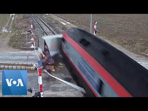 Τουρκία: Τρένο παρασύρει φορτηγό