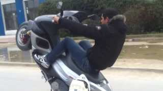 preview picture of video 'Gilera Runner 180cc Wheeling'