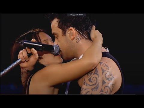 Robbie Williams - Come undone - live (HD)