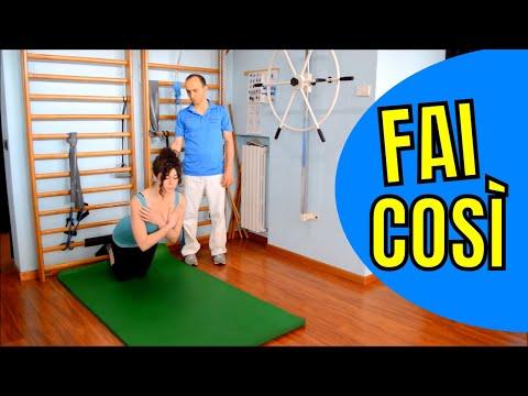 Scoliosis in reparto di petto di una spina dorsale di esercizio