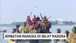 2.016 Marinir Berhasil  Berenang Seberangi Selat Madura