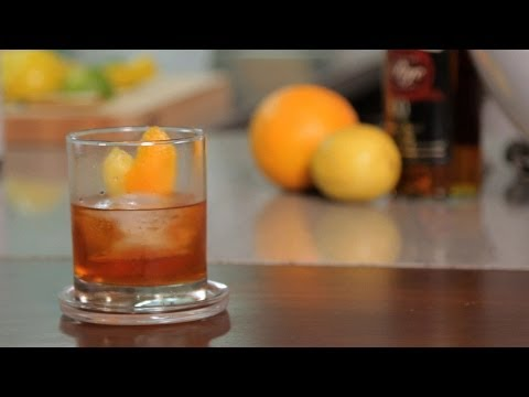 Video How to Make an Old Fashioned | Cocktail Recipes
