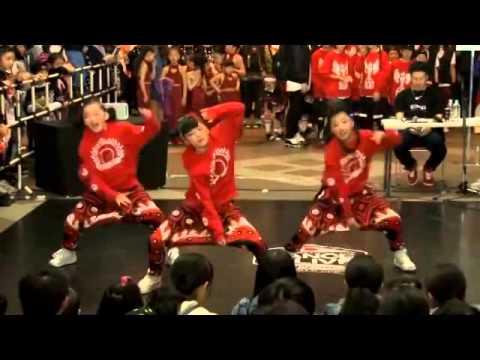 Nữ sinh Nhật nhảy siêu đẳng