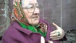 бабушка поет забавную песню