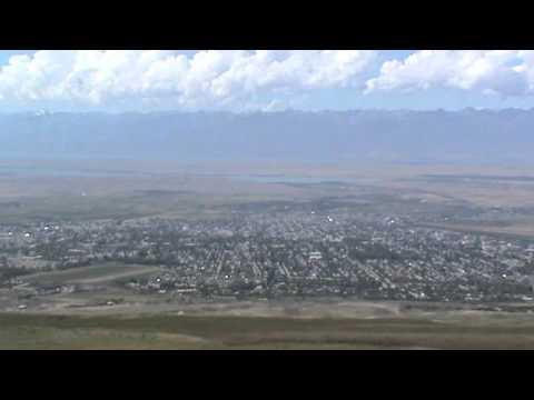 Город Каракол, горы (Киргизия, Иссык-Кул