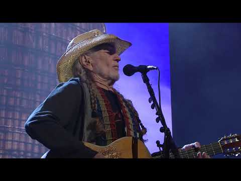 willie-nelson--family--mammas-dont-let-your-babies-grow-up-to-be-cowboys-live-at-farm-aid-2018