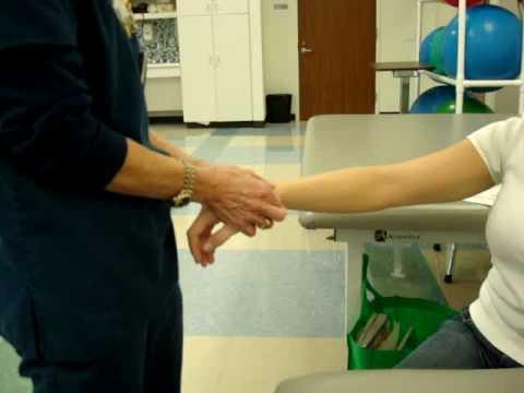 Az ujjak ízületeiben jelentkező fájdalom megadja a vállakat