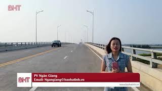 Toàn cảnh cầu Cửa Hội bắc qua sông Lam nối Nghệ An và Hà Tĩnh