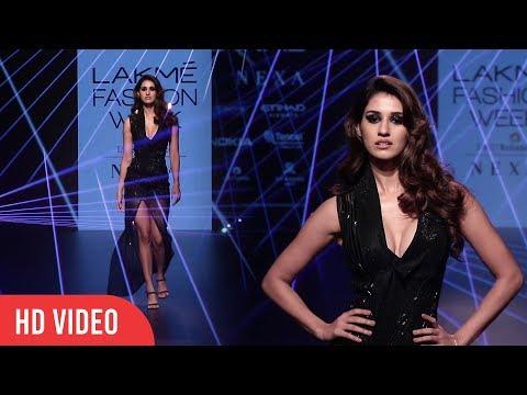 HOT🔥 Disha Patani Ramp Walk At Lakme Fashion Week 2018   #LFW2018