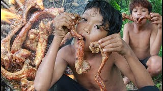 Primitive Technology - Grilled pork rib on a rock for lunch - eating delicious