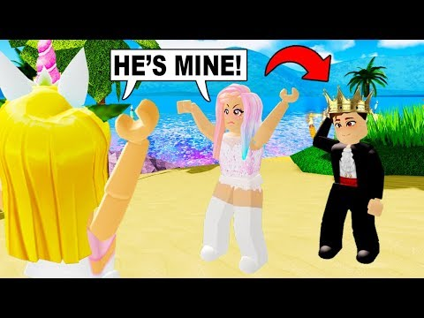We Found A PRINCE On SUNSET ISLAND And We BOTH LOVE HIM! (Roblox)