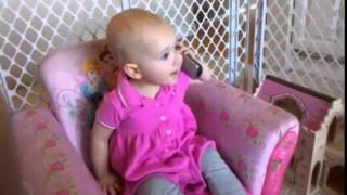 فيديو طفلة تأسر القلوب تحادث جدتها على الهاتف