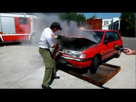 Feuerlöscher im Auto