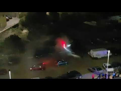 Bomberos sofoca el incendio de una furgoneta en Huerta del Molino