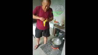 Video Lucu Bikin Ngakak Kakek Kakek Rebus Hp
