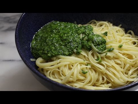 Video How to Make the Best Pesto