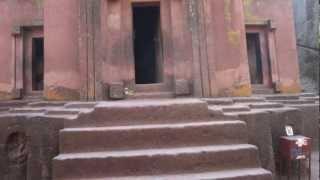 preview picture of video 'Walking down to Bet Giyorgis Church, Lalibela Ethiopia'