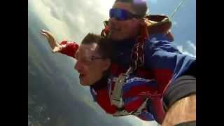 preview picture of video 'Tandemovy zoskok letisko Prievidza, 31.5.2014'