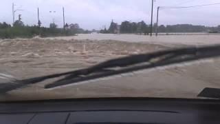 Смотреть онлайн Экстремальная езда на машине по воде