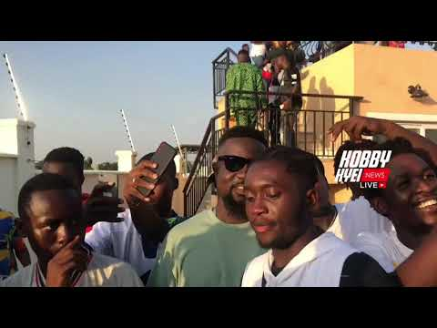 Crazy Sarkodie Fans Following him after a video shoot